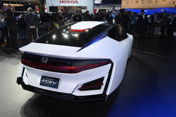 Honda FCEV 2015 Rear View
