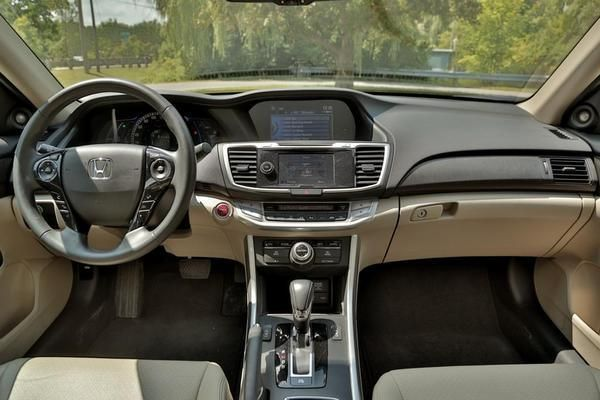 Honda Accord Hybrid 2015 - Interior