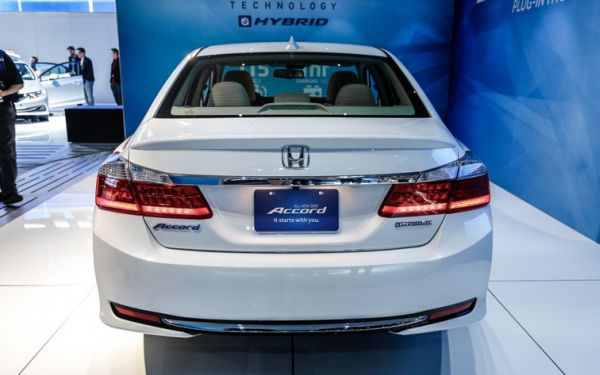 Honda Accord Hybrid 2017 - Rear View