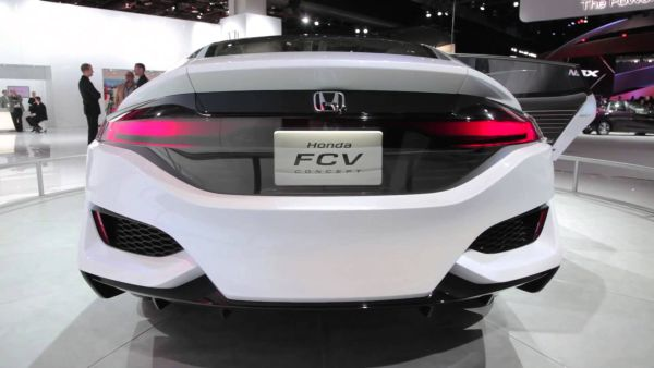 Honda FCV 2016 - Rear View